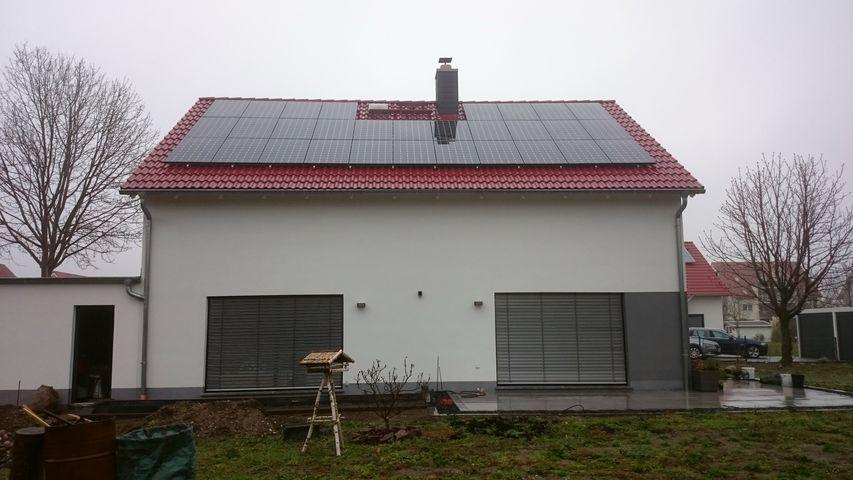referenzen f r solaranlagen photovoltaik stromspeicher. Black Bedroom Furniture Sets. Home Design Ideas